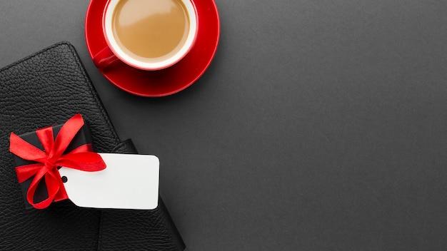 Oferta de presente e café cibernética de segunda-feira