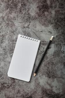 Office note blank book e lápis em branco
