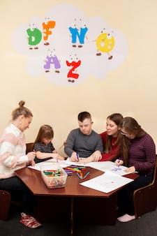 Oficina de desenho para crianças com síndrome de down