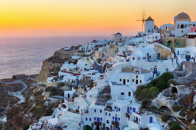 Oia aldeia pôr do sol na ilha de santorini