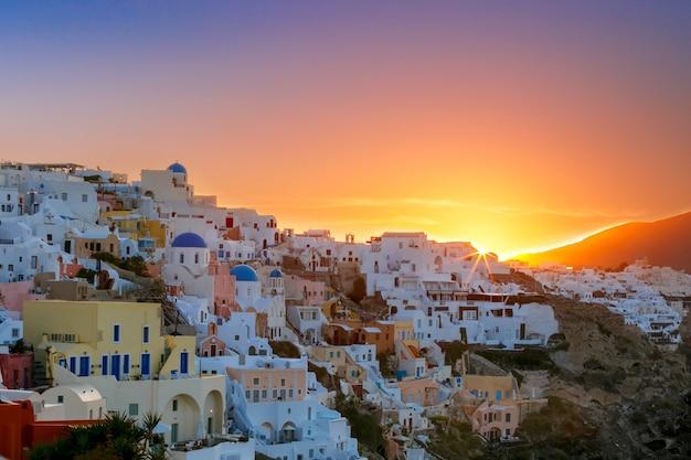 Oia ao pôr do sol, santorini, grécia