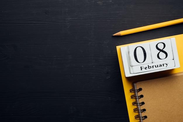 Oitavo dia do mês de inverno, calendário de fevereiro, com espaço de cópia.