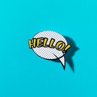 Olá letras de texto em uma bolha do discurso no pano de fundo turquesa