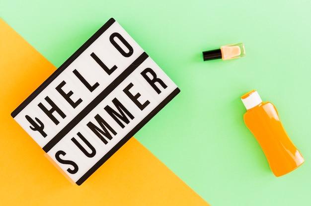 Olá texto de verão no quadro e material de verão
