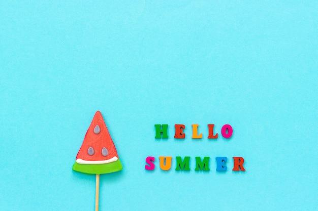 Olá verão, pirulito de melancia. conceito de férias ou feriados modelo de cartão, cartão postal