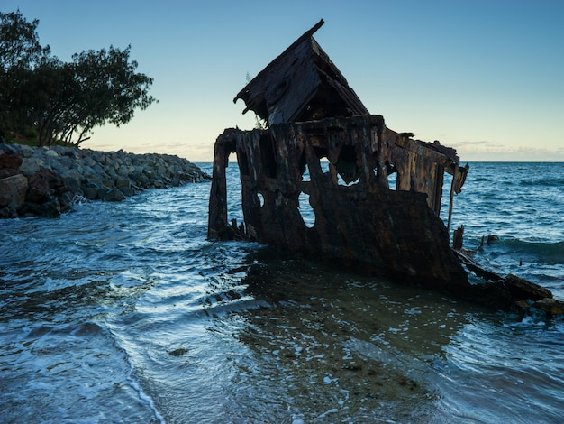 Old shipwreck perto da cidade de brisbane, queensland
