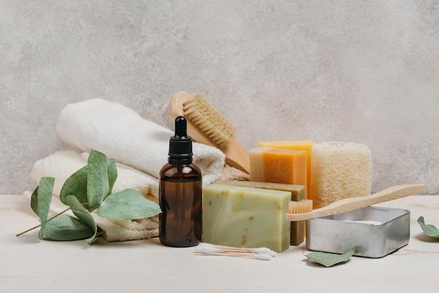 Óleo corporal orgânico e uma variedade de sabonetes