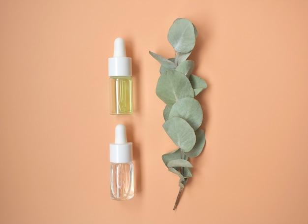 Óleo cosmético, acessórios de banheiro ecológicos, folhas de eucalipto