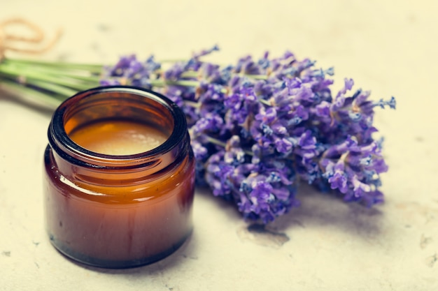 Óleo de aromaterapia e lavanda