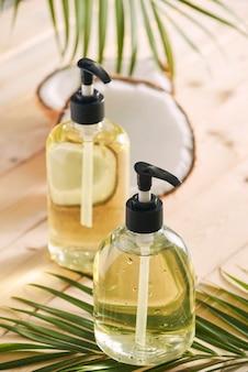 Óleo de coco de cosméticos caseiros e ácido de limão. sabonete e shampoo caseiros. cosméticos orgânicos. eco amigável e orgânico. procedimento de beleza. spa e bem-estar