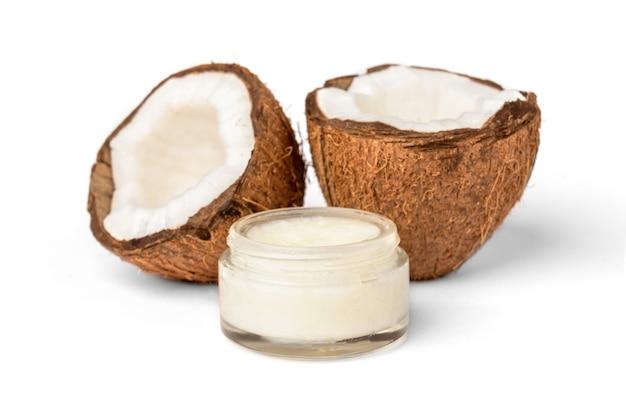 Óleo de coco isolado no branco
