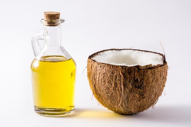 Óleo de coco isolado