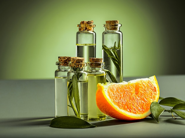 Óleo de laranja e laranja