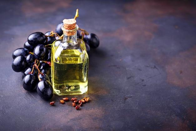 Óleo de sementes de uva em pequenas garrafas