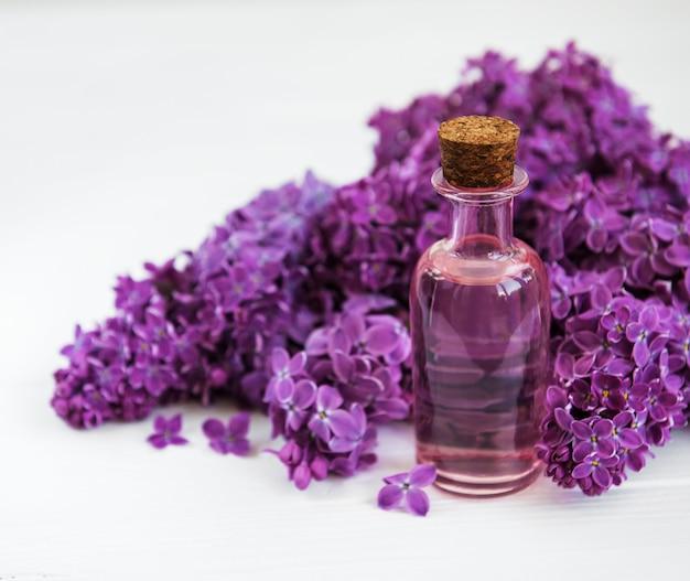 Óleo essencial de flores lilás