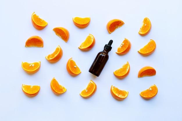 Óleo essencial de frutas cítricas em branco