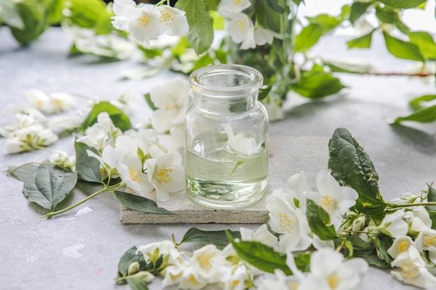 Óleo essencial de jasmim e medicina alternativa fresca de flor de jasmim