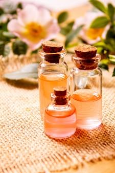 Óleo essencial de rosa rosa mosqueta foco seletivo.