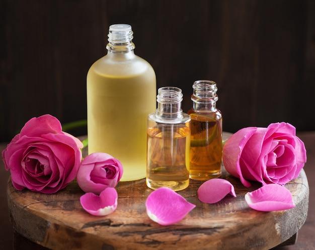 Óleo essencial e flores de rosas aromaterapia spa perfumaria
