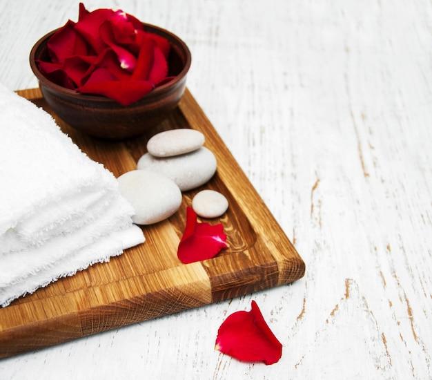 Óleo essencial e pétalas de rosa