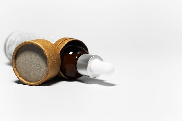 Óleo essencial em frasco de pipeta, embalagem de papelão