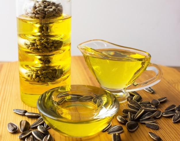 Óleo saudável de girassol, azeite, óleo de colza. óleos de cozinha em garrafa