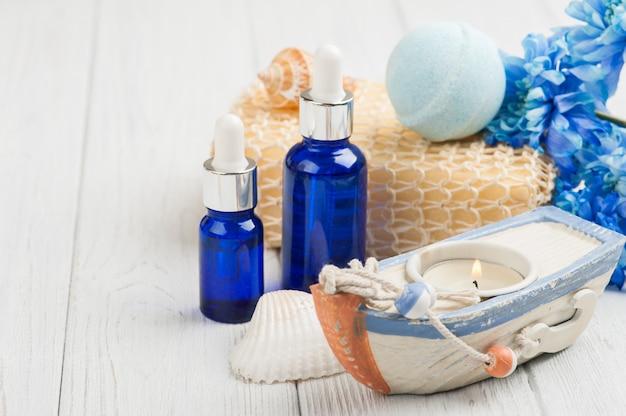 Óleos essenciais, bomba de banho, esponja, flores azuis