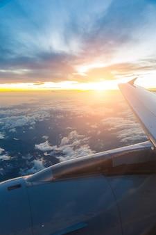 Olhando pela janela do avião