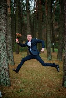 Olhar marido engajamento noivo adulto