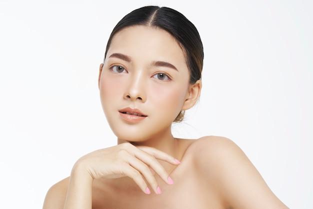 Olhar natural, mulher asiática, tratamento facial, cosmetologia, tratamento de beleza.