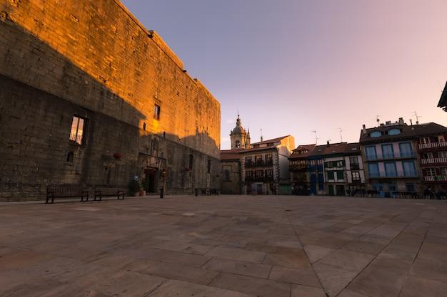 Olhe de hondarribia, pequena cidade ao lado de donostia-san sebastian e uma das cidades mais bonitas de todo o país basco.