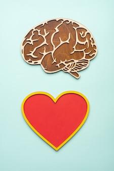 Olho e cérebro de madeira.