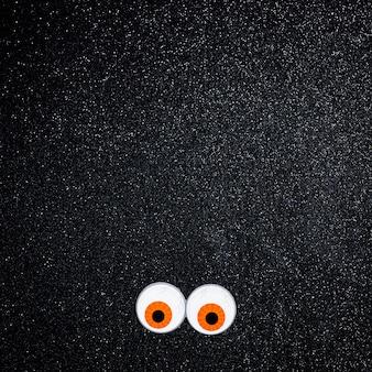 Olhos assustadores com espaço de cópia de texto