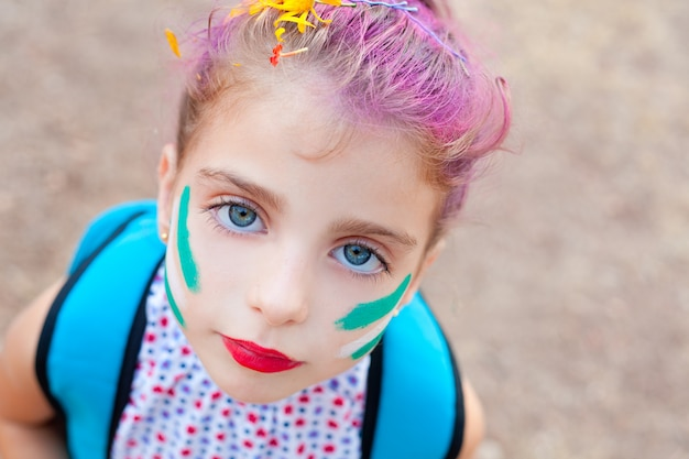 Olhos azuis crianças menina pinted rosto maquiagem