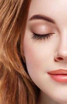 Olhos mulher sobrancelha fechada olhos cílios meia face lábios nariz