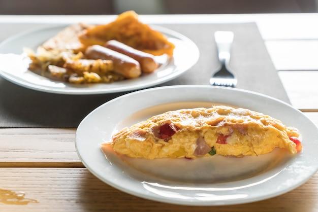 Omelete caseiro de presunto e queijo