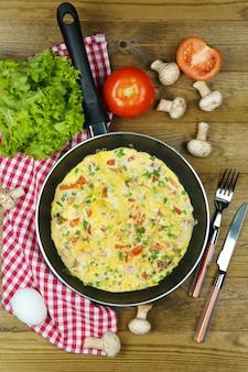 Omelete com cogumelos close up