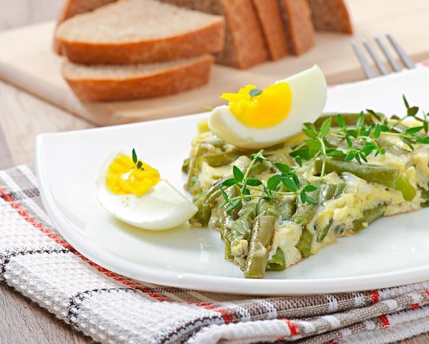 Omelete com feijão verde