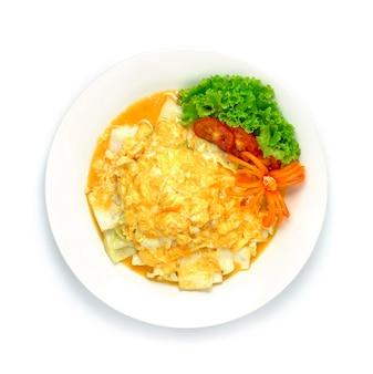 Omelete cremoso com estilo de comida tailandesa de repolho