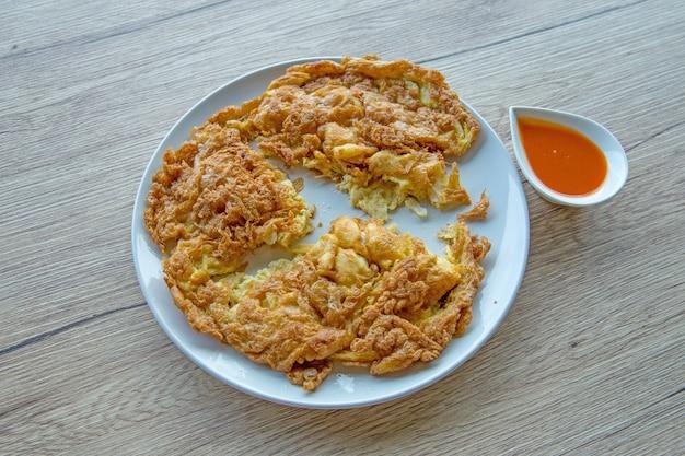 Omelete de caranguejo estilo tailandês