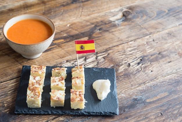 Omelete espanhol tapa típico