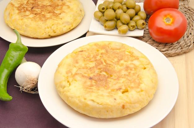 Omelete espanhola em chapa branca