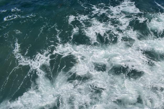 Onda no oceano atlântico