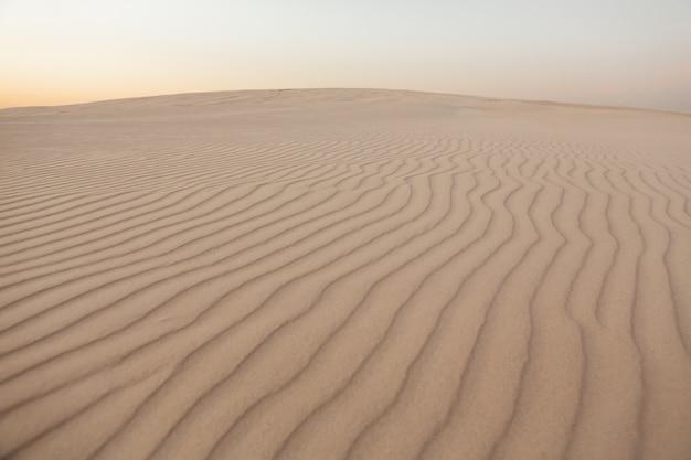 Ondas de textura de areia, dunas do deserto.