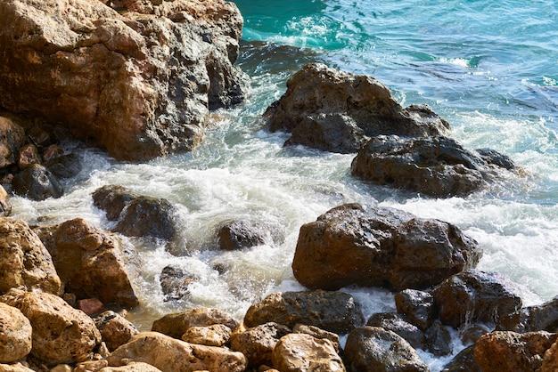 Ondas e rochas