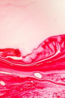 Ondas vermelhas abstratas em óleo