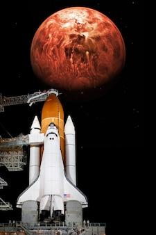 Ônibus espacial decolando em missão