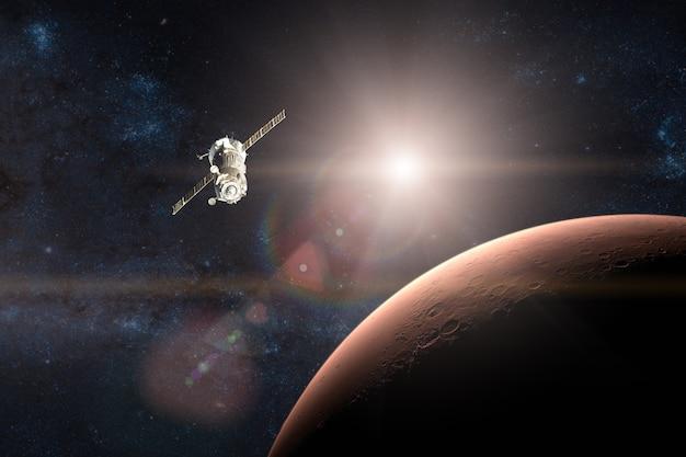 Ônibus espacial em missão no plano de fundo do planeta marte