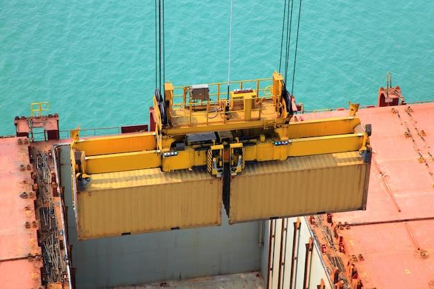 Operação de contêiner em série portuária