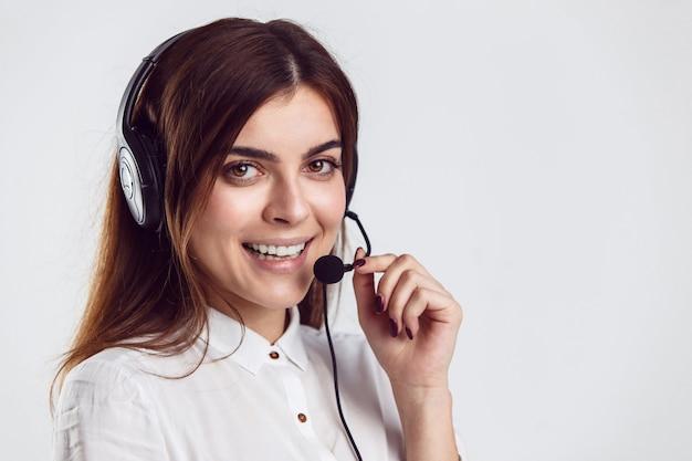 Operador de callcenter de mulher